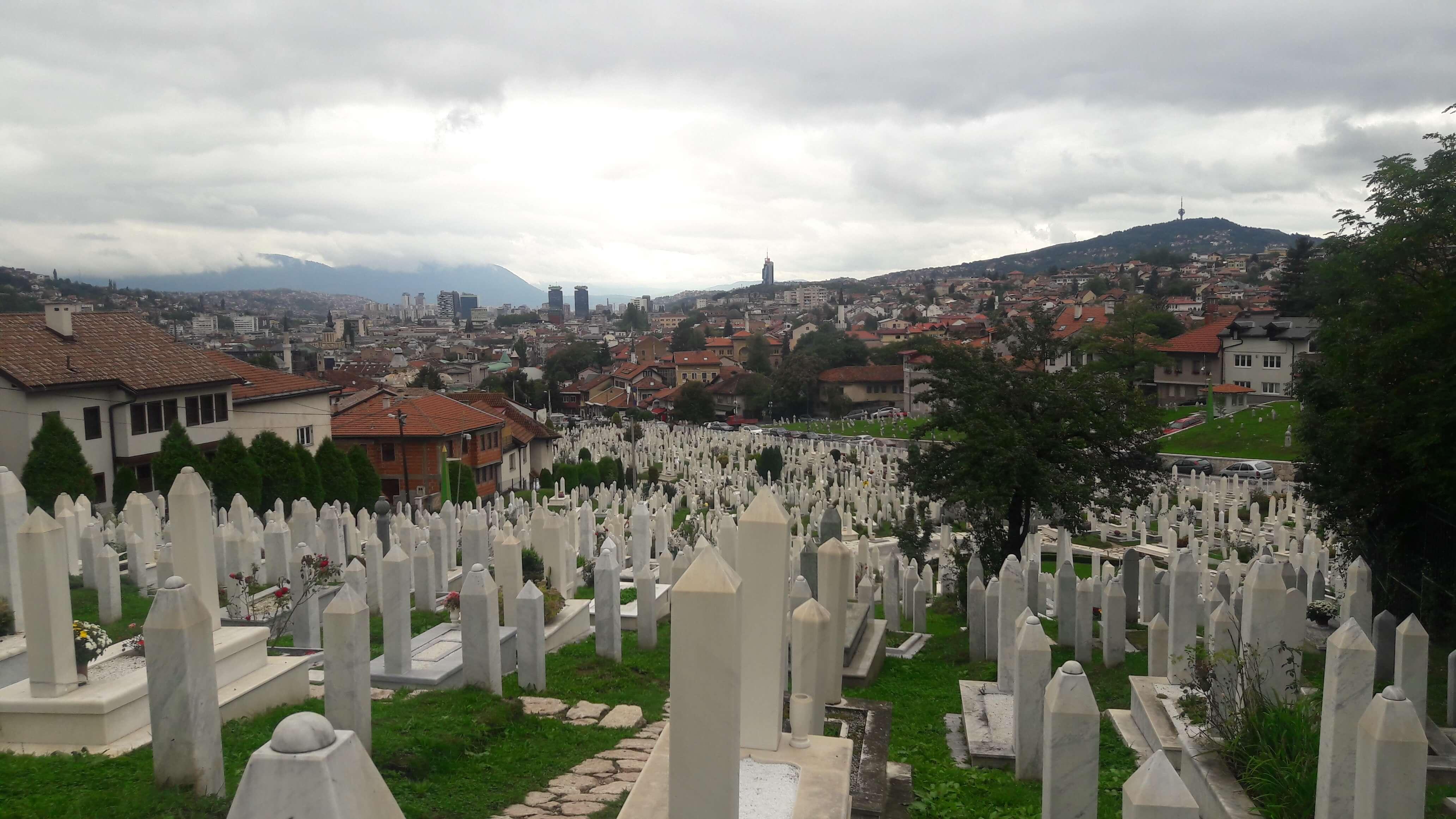 Os cemitérios estão por toda parte em Sarajevo