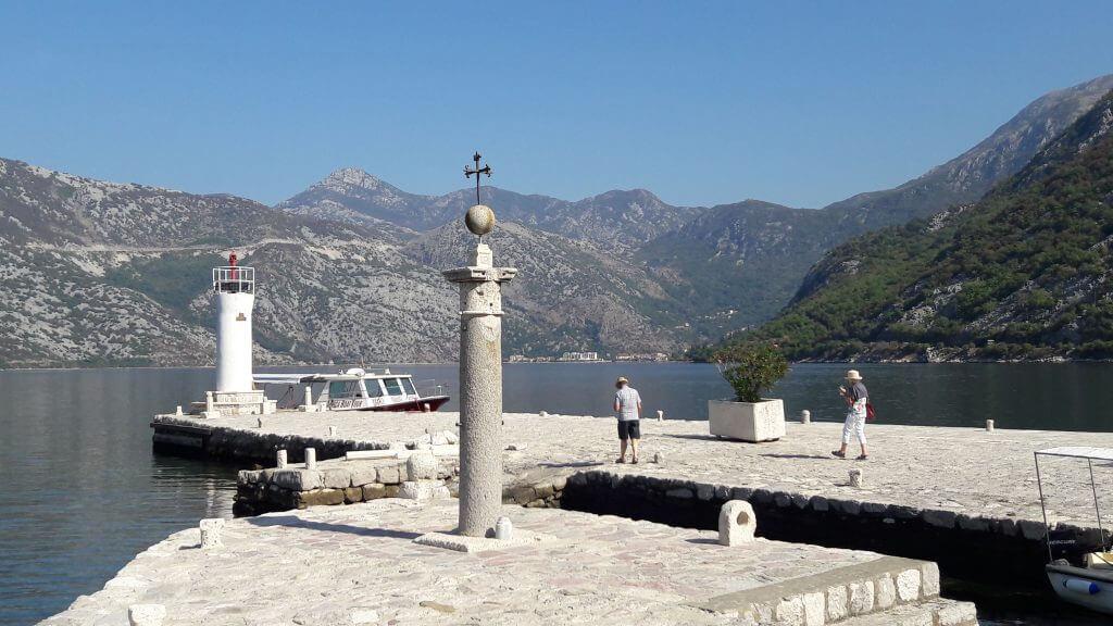 Montenegro e suas belas paisagens. na Baía de Kotor