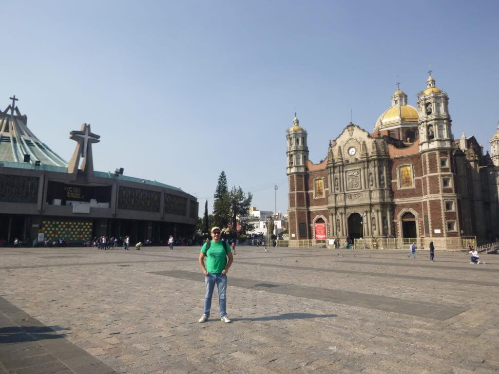 As Basílicas Antiga e Nova lado a lado