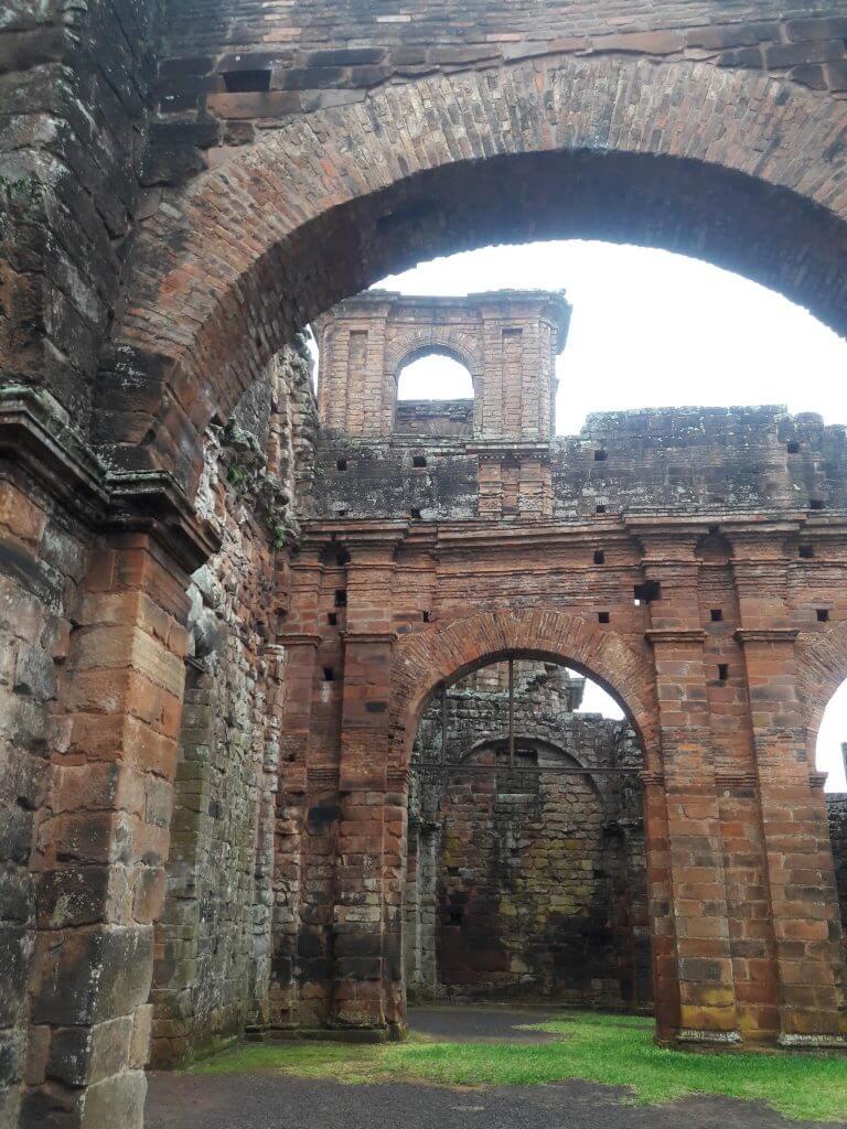 Os tons rosados das ruínas
