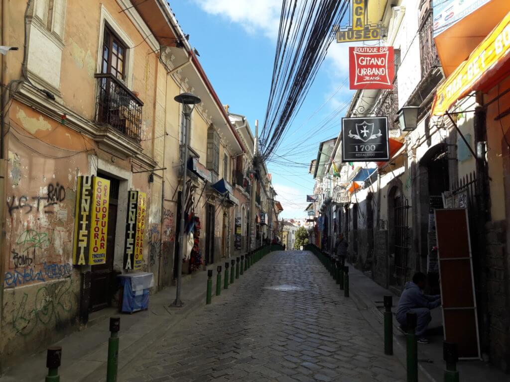 A maioria das agências em La Paz ficam perto da Igreja de São Francisco no centro.