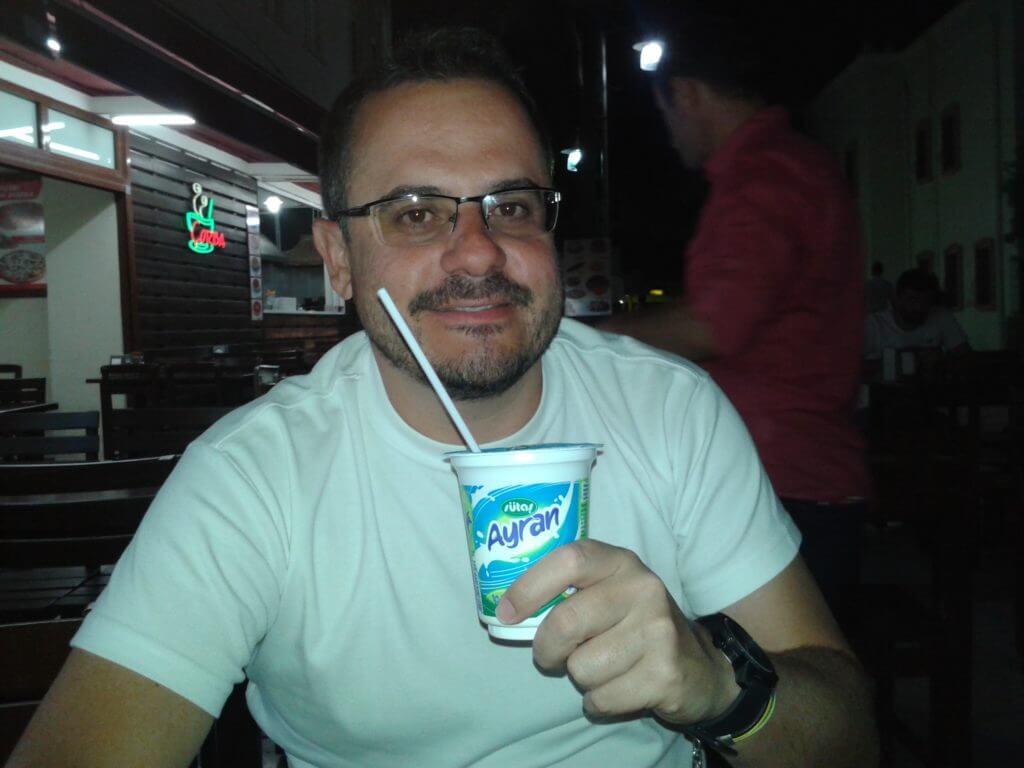 Essa bebida parecia meio moda em Istambul, provei mas achei que tinha gosto azedo.