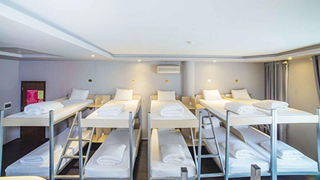 Num mesmo espaço onde dormiriam duas pessoas podemos ter 8-10 camas