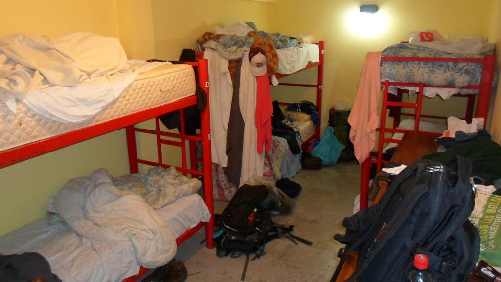 Dá uma olhada como funciona um hostel às vezes