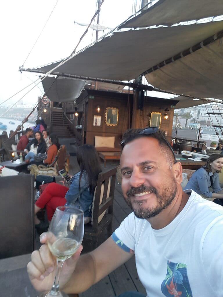 Ok, confesso no meu último dia no Marrocos tomei uma cerveja num bar que ficava dentro de um navio ancorado em Rabat.