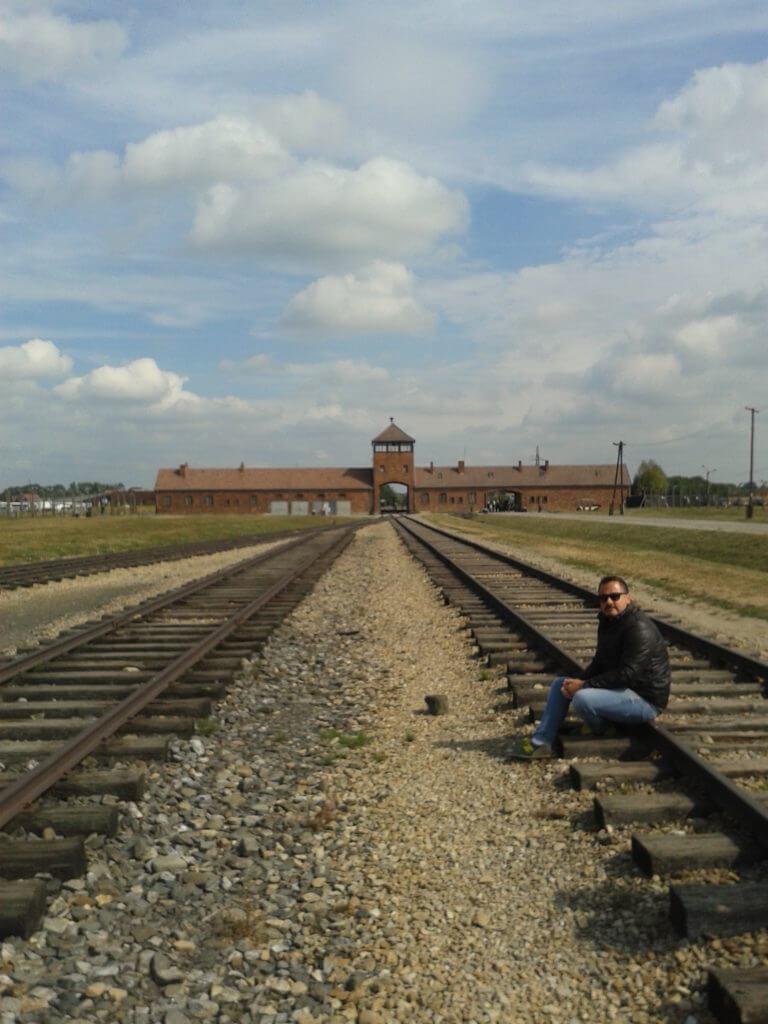 A linha dos trens que chegavam a Birkenau trazendo milhares de judeus para os campos de concentração