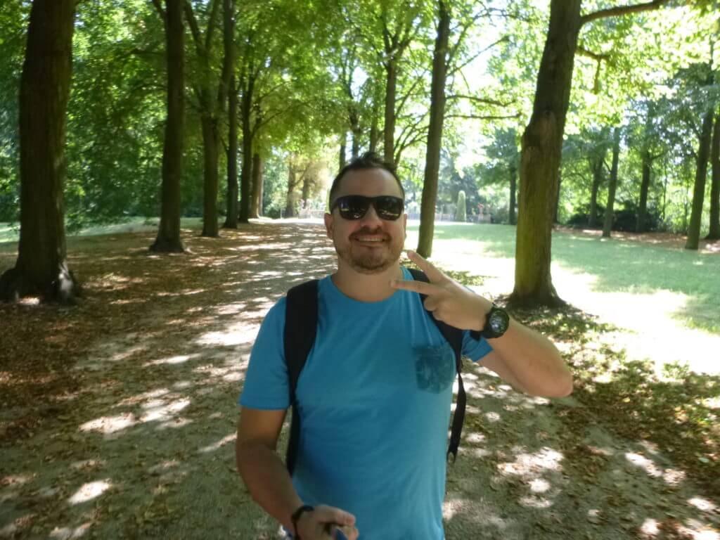 Quem reclama de caminhar pelo parque com estes bosques ?