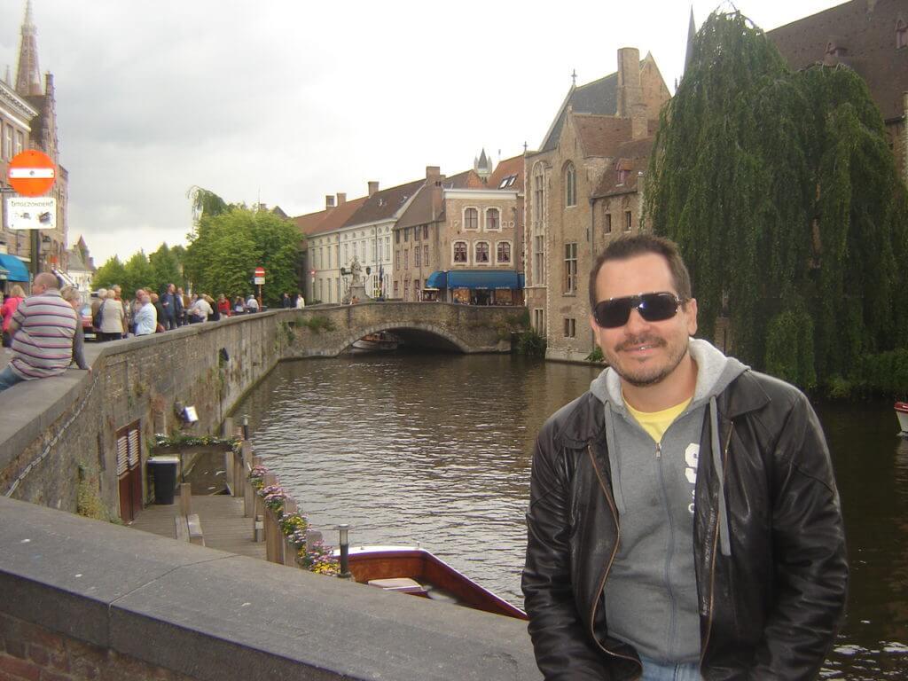 A linda cidade de Bruges na Bélgica numa cansativa viagem de day trip desde Amsterdam.