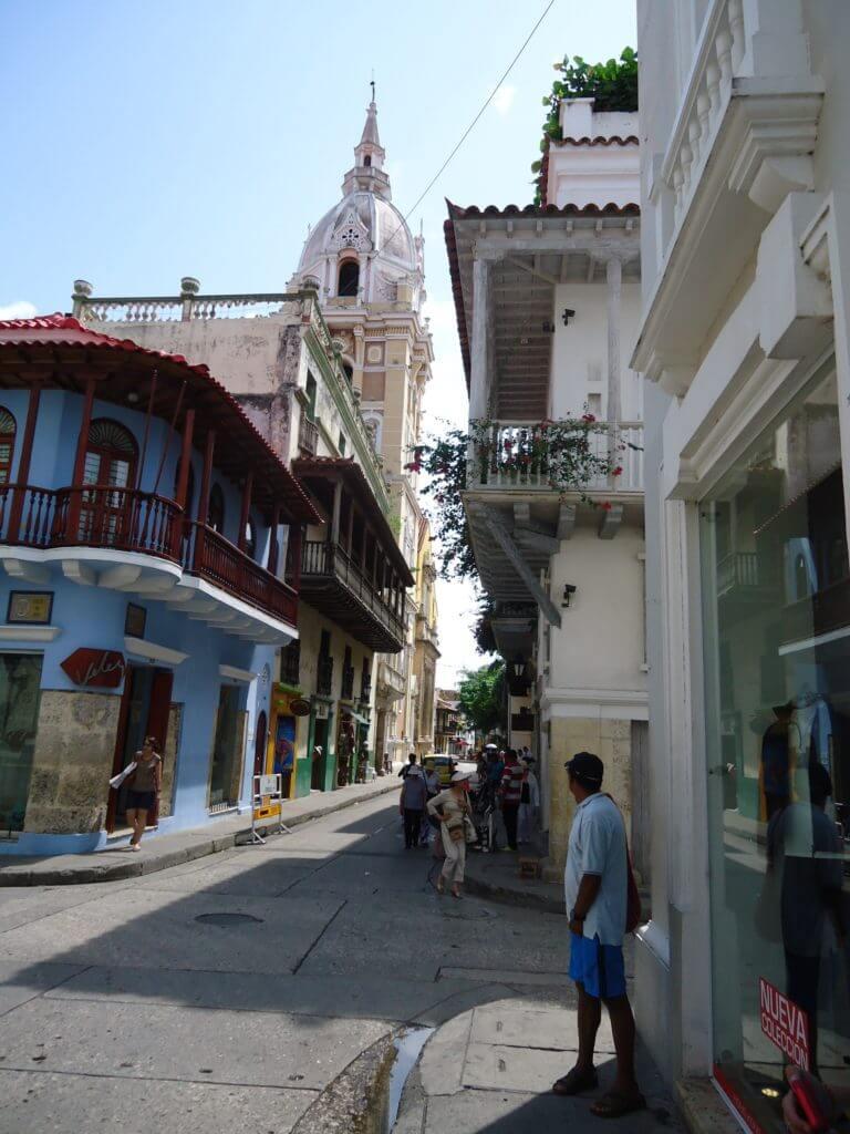 O colorido das ruas de Cartagena