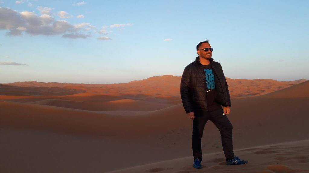 Para chegar até Erg Chebbi no deserto do Saara foram mais de 10 horas de ônibus, haja distração!!