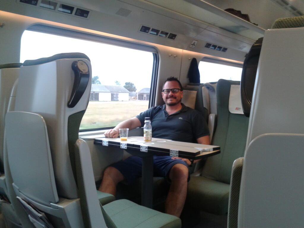 Bem que o Brasil poderia voltar a investir em trens como solução para o transporte coletivo né ?