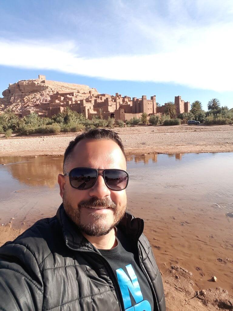 Não existe transporte coletivo para o Kasbah Ait Ben Haiddou no Marrocos, só de taxi mesmo, e o preço é o mesmo se for 1 ou 5 pessoas. Tive que pagar sozinho....