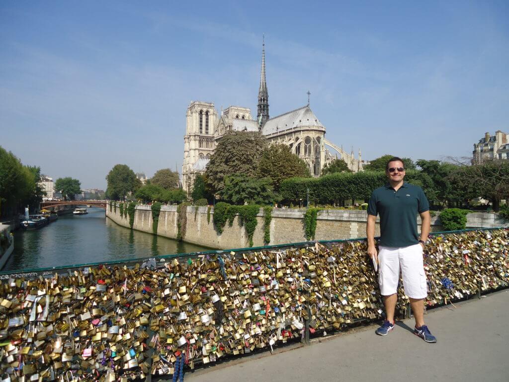 Estive em Paris duas vezes: uma no inverno, com muitos dias cinzentos e esta no verão com céu azul e dias longos.