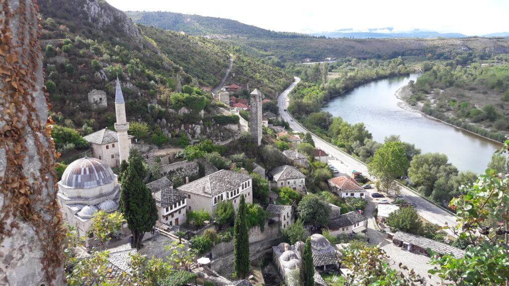 E aquela cidade no meio da Bósnia que ninguém falava nada e você achou incrível