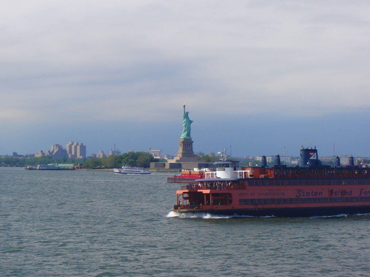 Nova York pode ser cara, mas em 2009 descobri um ferry para Staten Island de graça. Foi um dos passeios mais legais na cidade. Guardar dinheiro para viajar tem que ser uma meta.