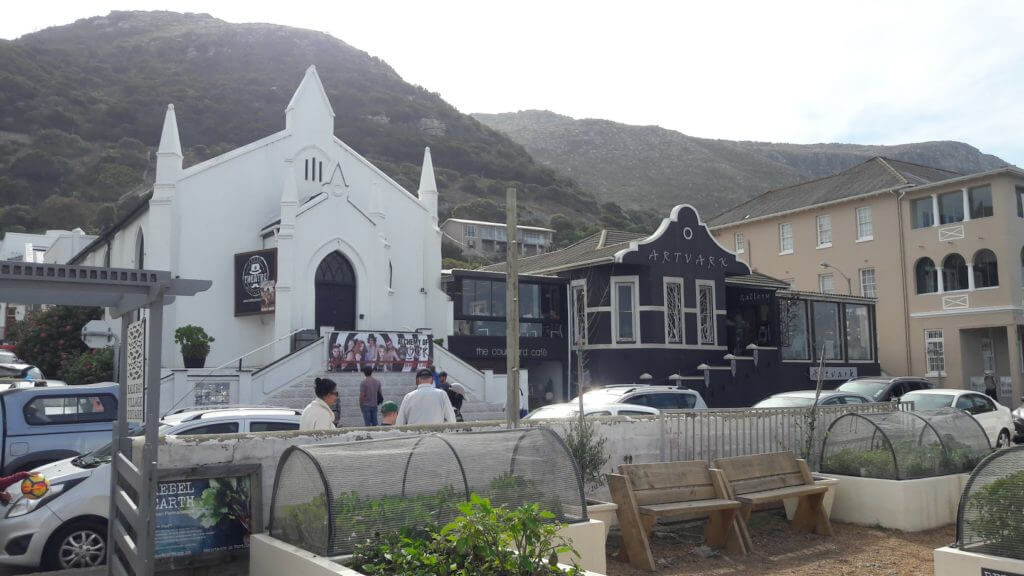 Teatro (numa antiga igreja) e galerias são os destaques em Kalk Bay