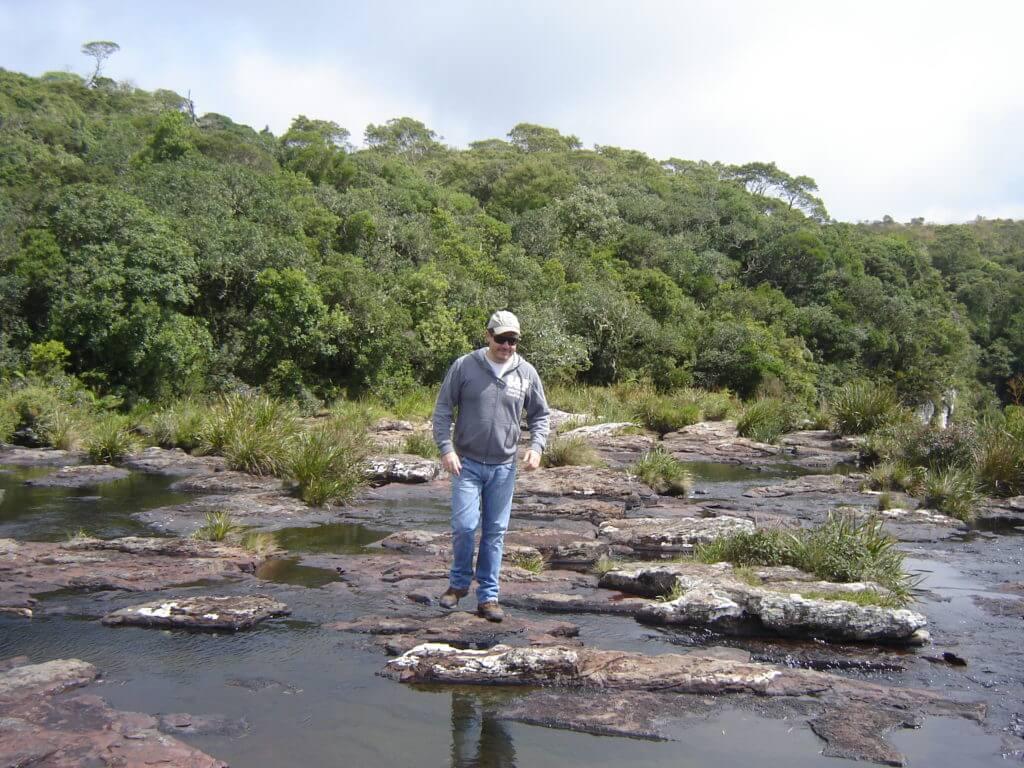 Atravessando o lajeado na Região dos Cânions no Rio Grande do Sul