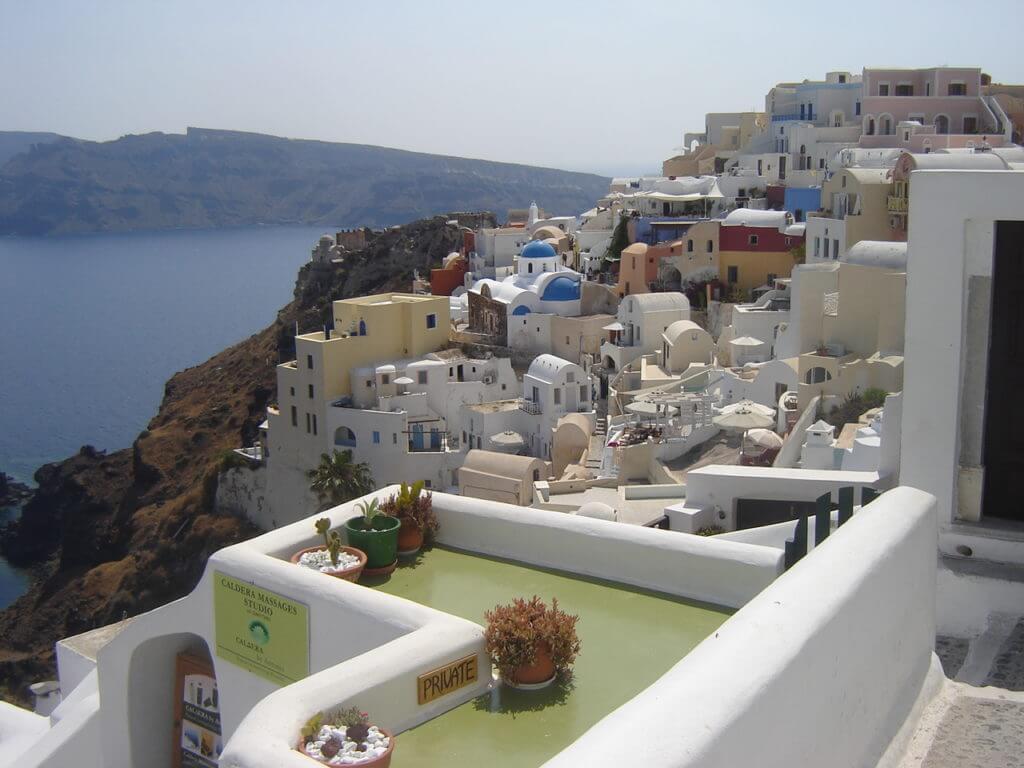 As ilhas gregas podem ser um destino com preços bem convidativos. Como viajar gastando pouco