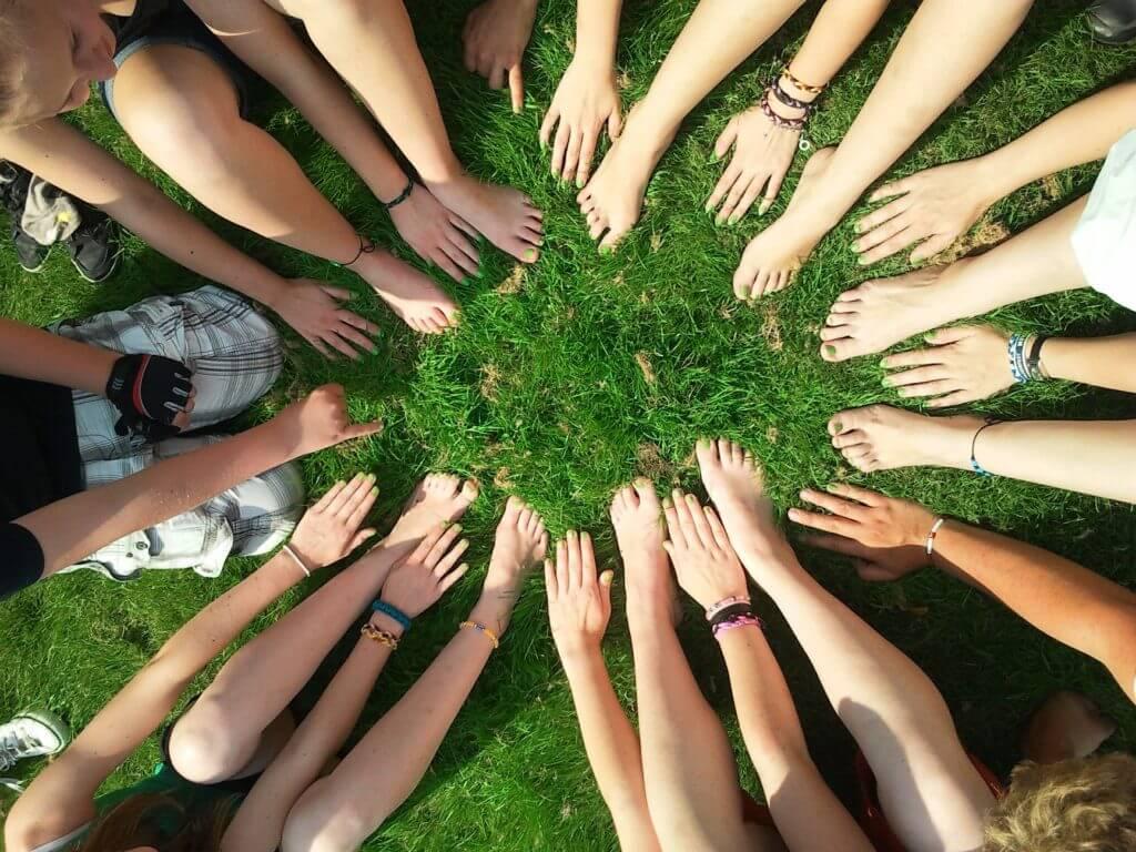 As cooperativas são uma excelente forma de contribuir com a economia local.