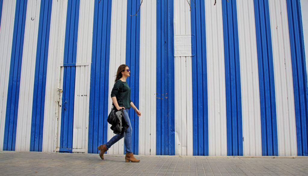 Além de ser um excelente exercício físico andar a pé é a melhor forma de conhecer um lugar.
