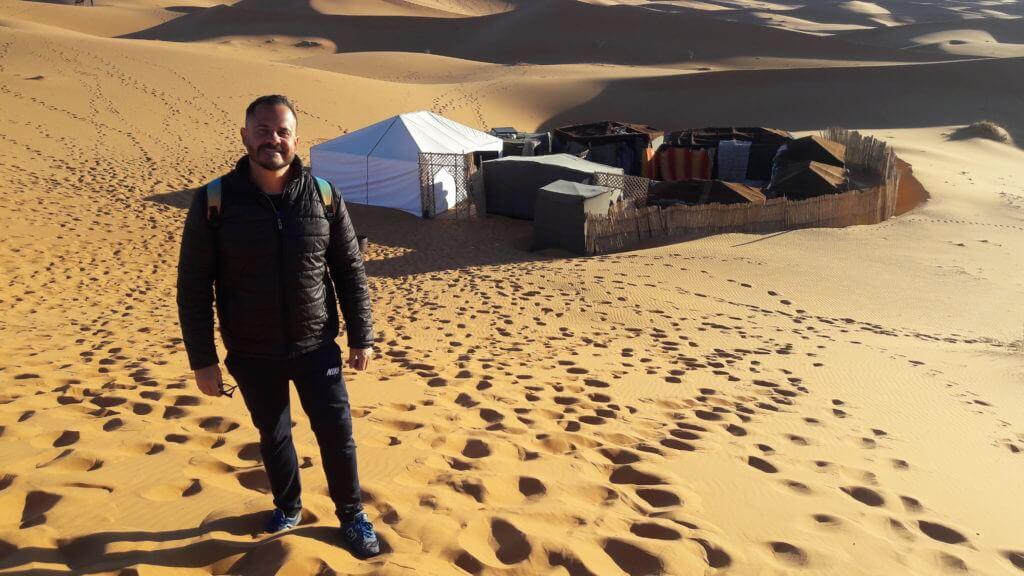 Nosso pequeno acampamento no meio das dunas do Saara