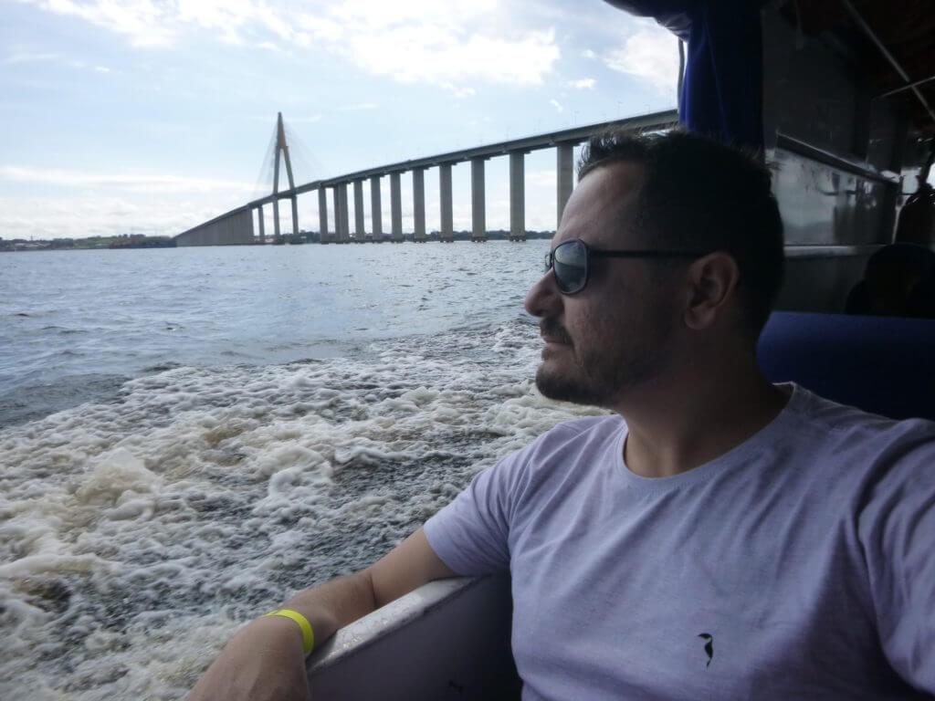 A bela ponte sobre o Rio Negro conectando Manaus e Iranduba
