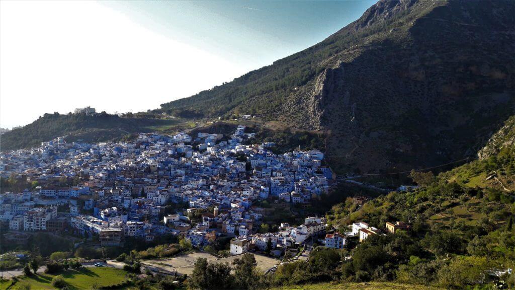 A cidade azul e as montanhas