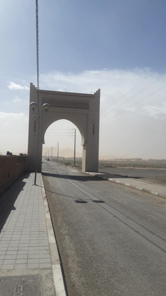 A estrada e o deserto do Saara