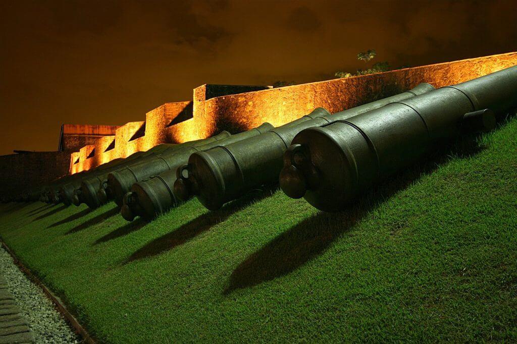 Os canhões protegendo o Forte do Presépio em Belém do Pará