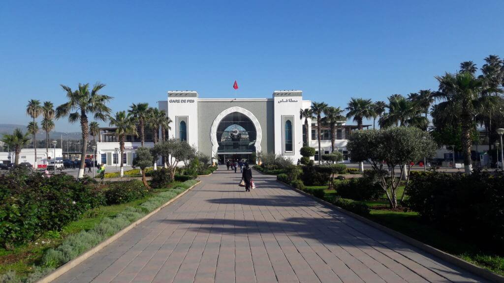 A bonita estação de trens em Fez