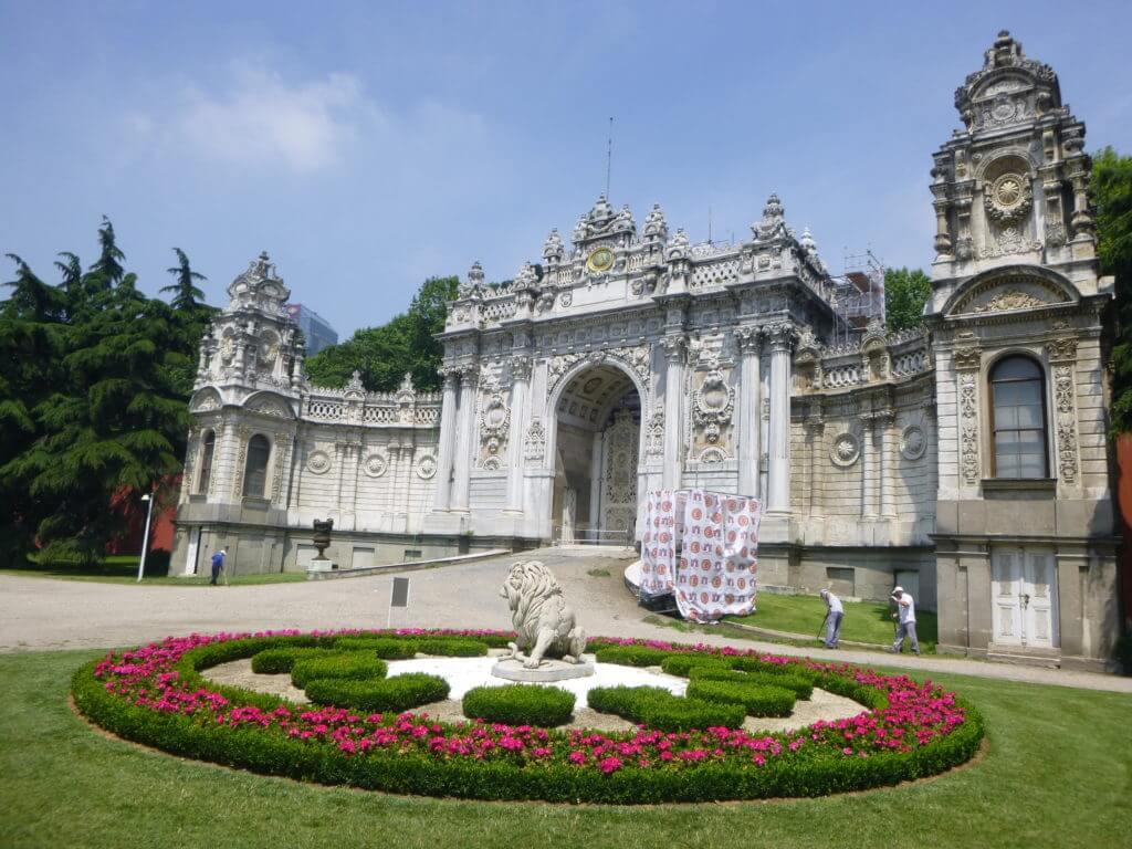 Todo o complexo do palácio é rico em detalhes