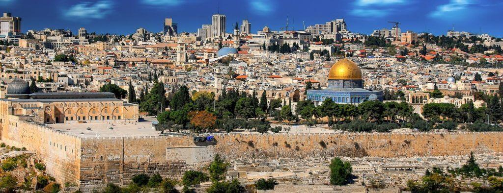 A Cidade Velha de Jerusalém vista do Monte das Oliveiras. Turismo em Israel