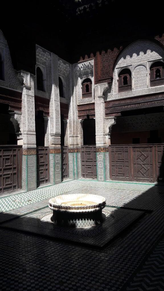 Sozinho dentro da Madraça de Meknes