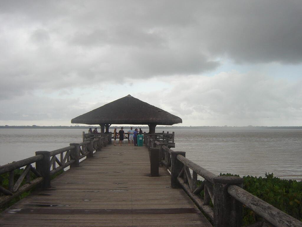 Dos decks do Mangal das Garças temos excelentes vistas para o Rio Guamá em Belém do Pará