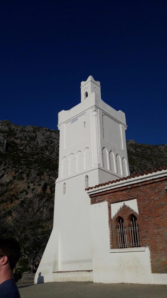 A Mesquita espanhola, no alto de uma colina, é um excelente lugar para assistir ao por do sol.