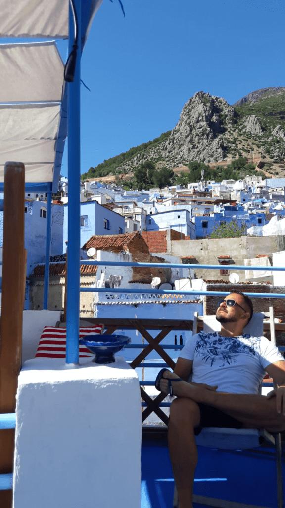As Montanhas Rif protegendo a Cidade Azul