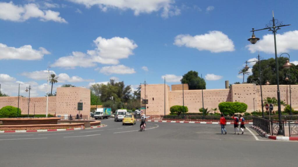 As muralhas que cercam a medina