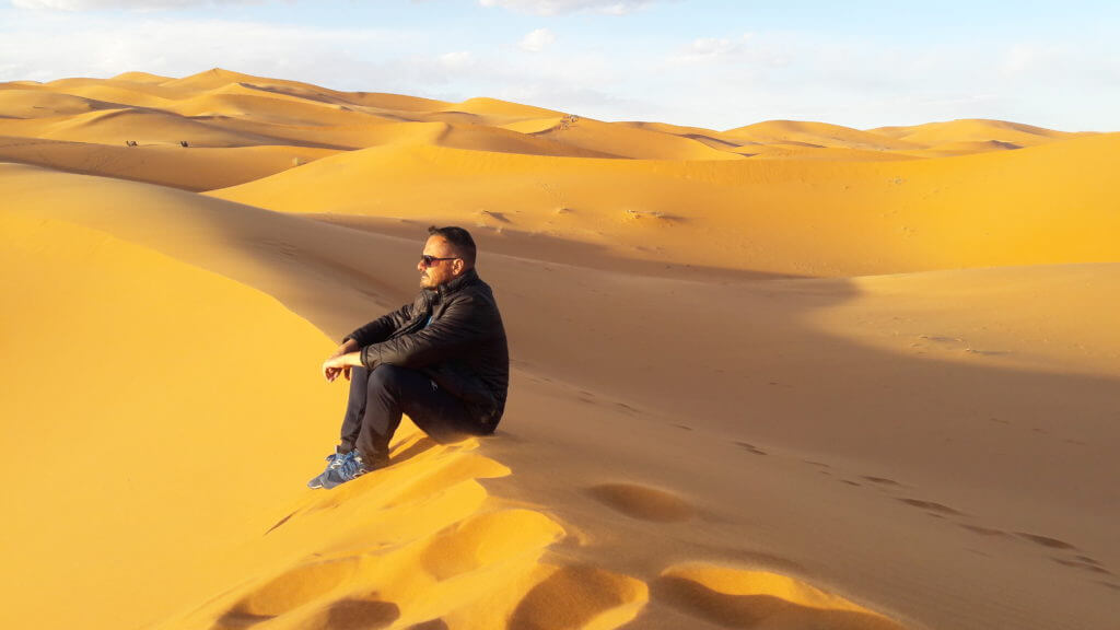 Neste momento o sol pinta todas as dunas Erg Chebbi de laranja