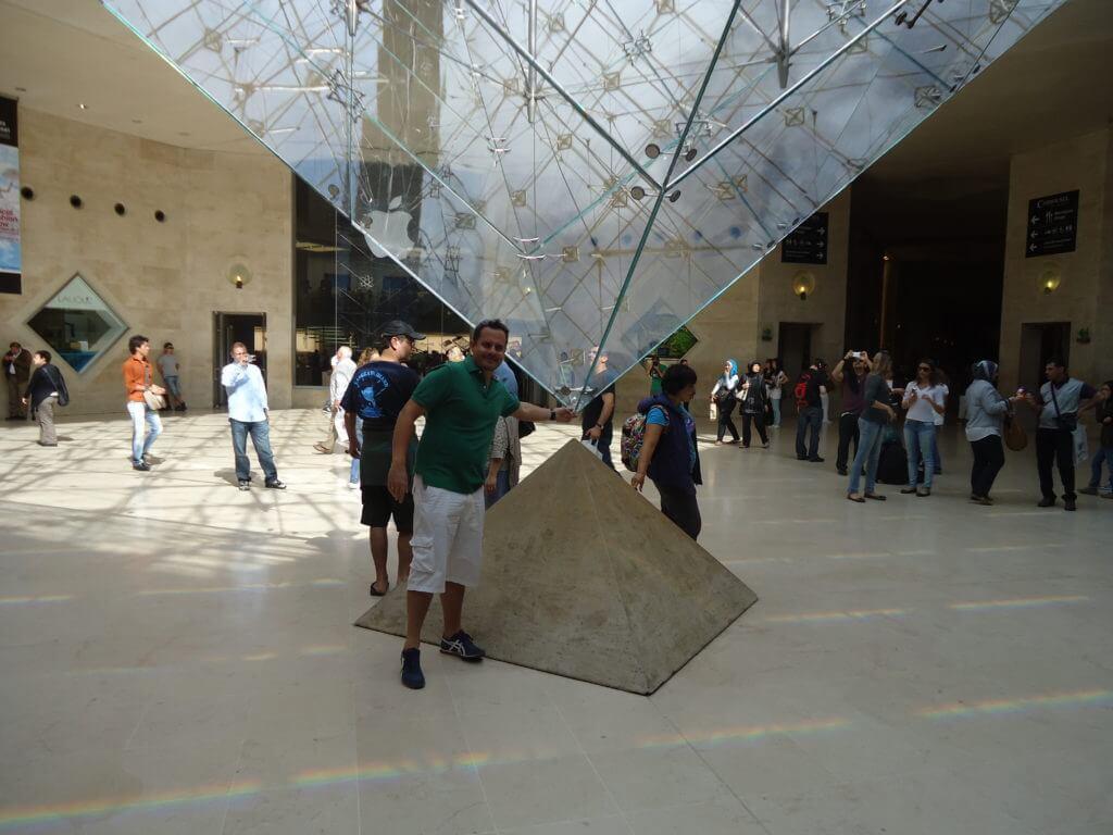 Mesmo que você não seja muito chegado em museus o Louvre é imperdível