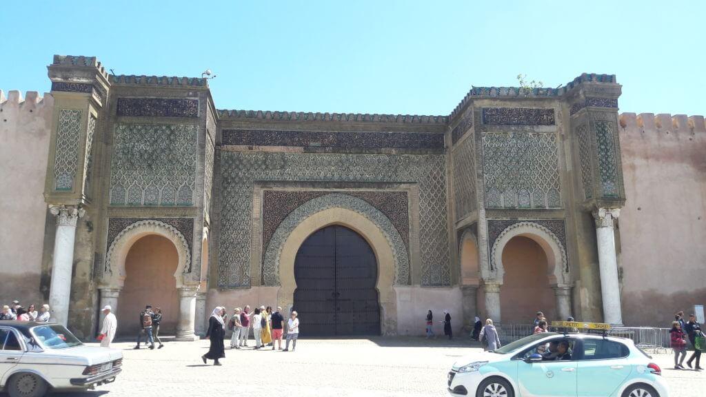 O grandioso Portão Bab Mansur