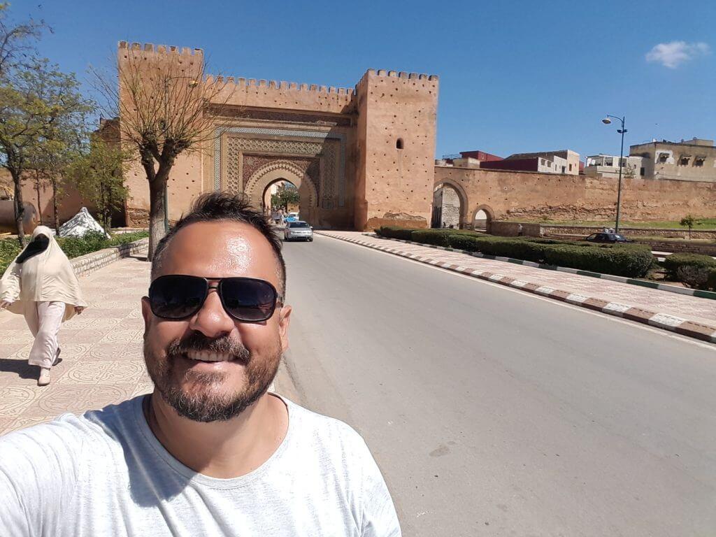 São mais de 40km de muralhes e belos portões como este