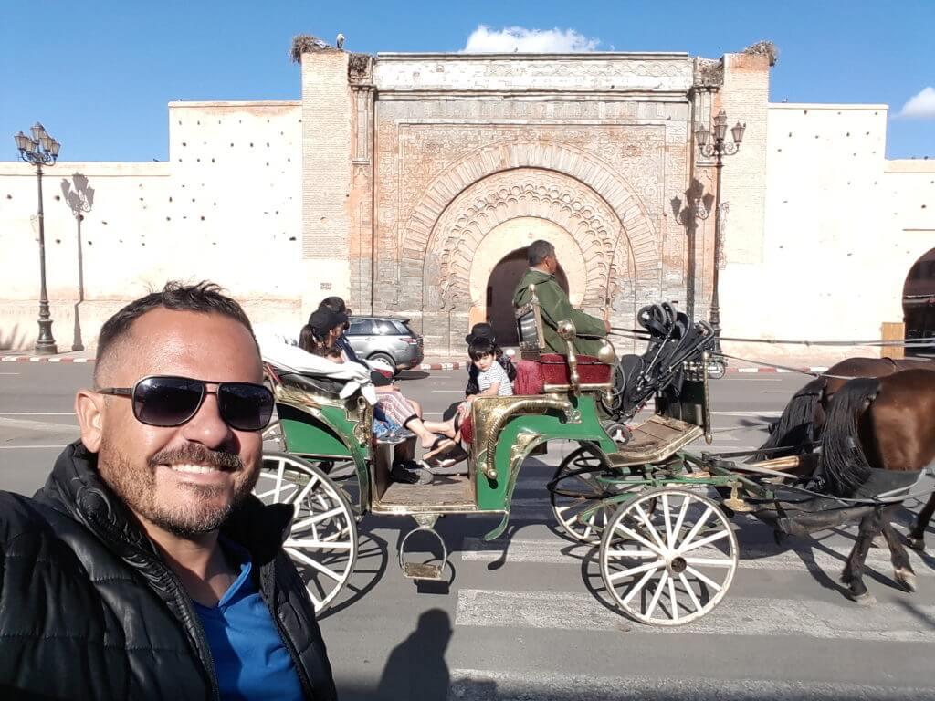 Os portões de acesso à medina de Marrakesh são sempre impressionantes.