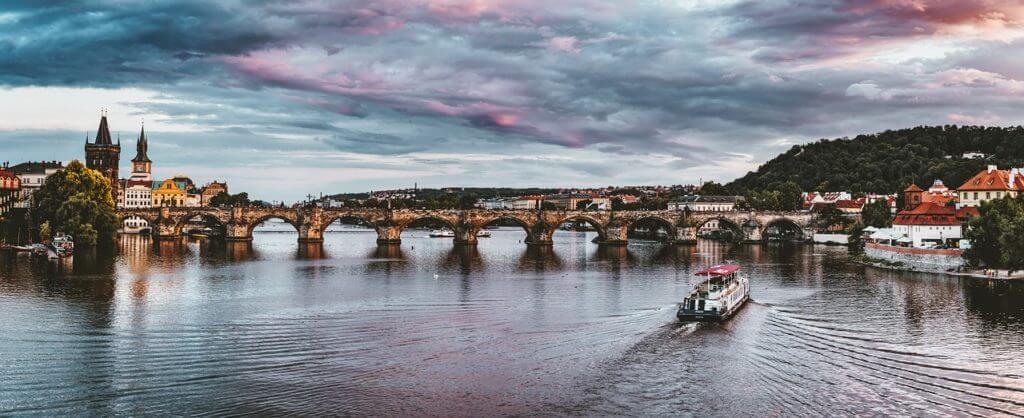 Praga, a capital do país onde mais se consome cerveja no mundo.