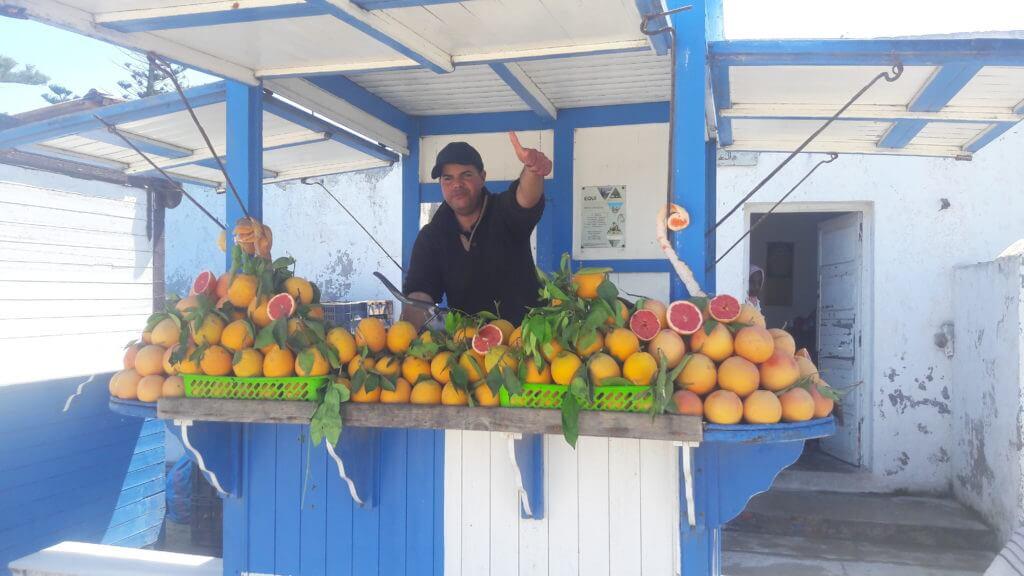 O simpático vendedor de suco de laranja