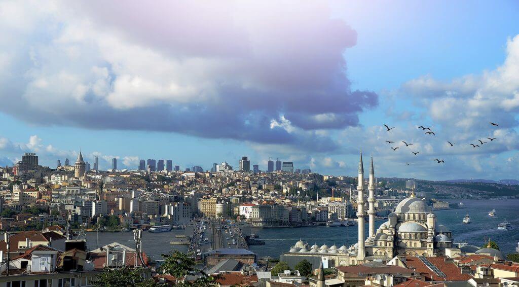 Istambul é a ligação entre Ocidente e Oriente. Roteiro Istambul