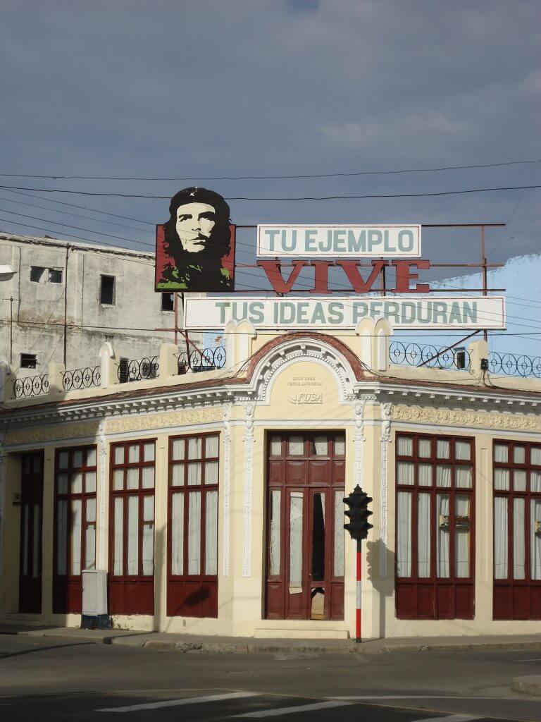 A propaganda institucional é muito comum em Cuba