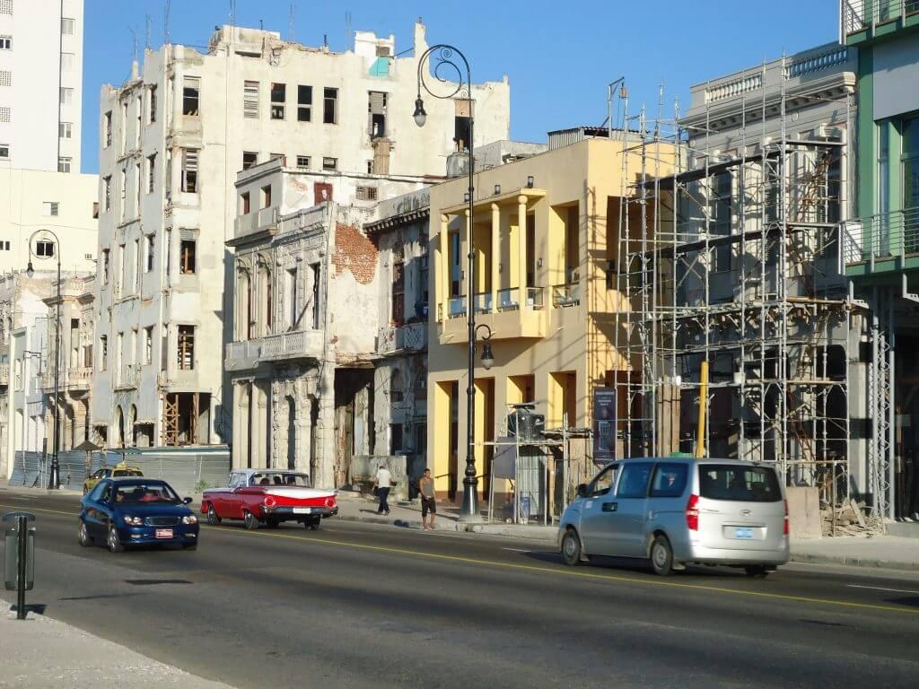 A decadência de muitos edifícios em Havana
