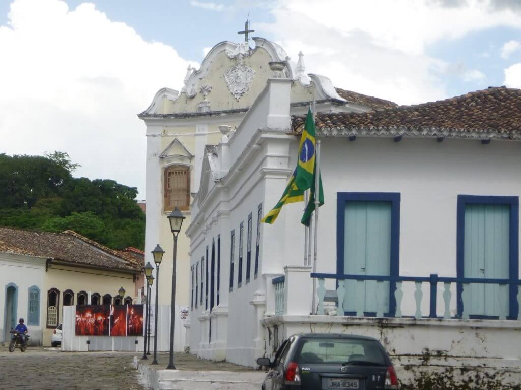 A Igreja da Boa Morte em meio aos casarões históricos da cidade