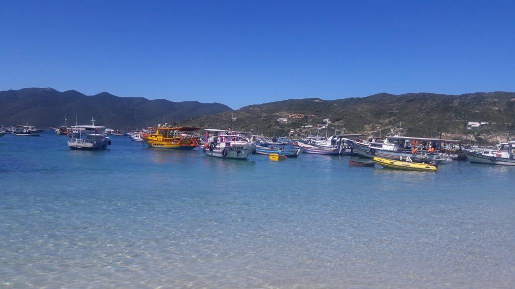 A Praia dos Anjos é o ponto de partida do passeio de barco em Arraial do Cabo