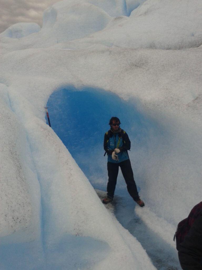 Durante o percurso podemos visitar incríveis cavernas de gelo como esta.